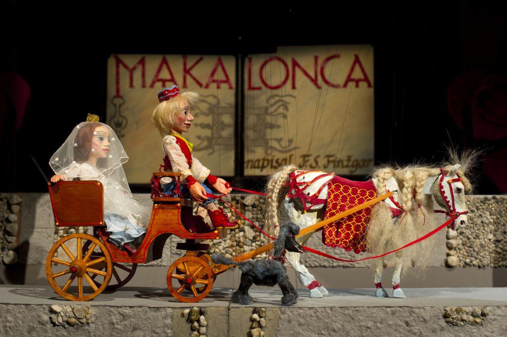 Makalonca, foto Žiga Koritnik, z dovoljenjem Lutkovnega gledališča Ljubljana